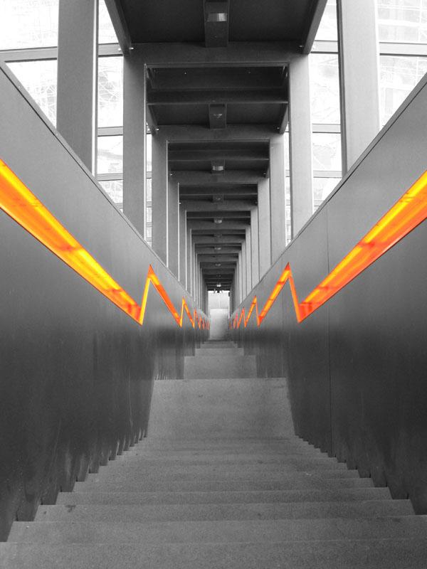 20080421204711_stairs_sw_orange